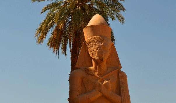 Статуї Рамзеса II і Нефертарі