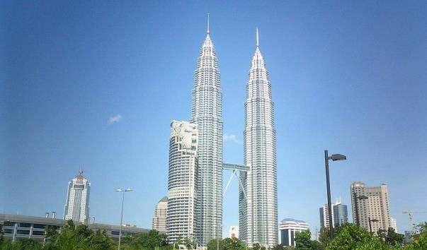 Вежі-близнюки Петронас
