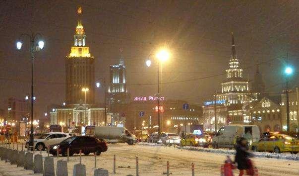 Комсомольська площа трьох вокзалів