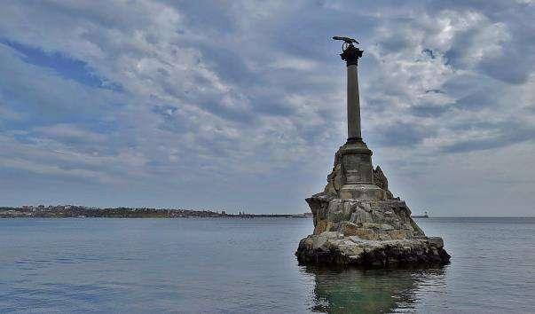Памятник затопленим кораблям