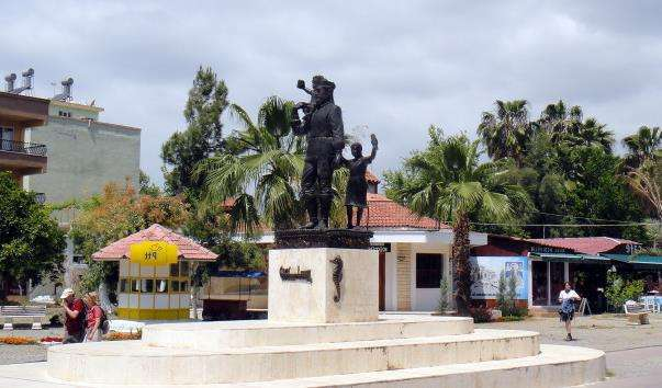 Памятник Св. Миколі Чудотворцю в Демре