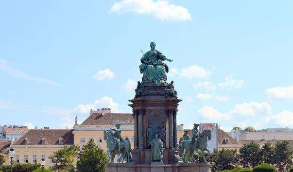 Памятник Марії Терезії