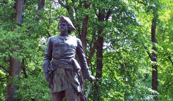 Памятник Петру I в Петергофі