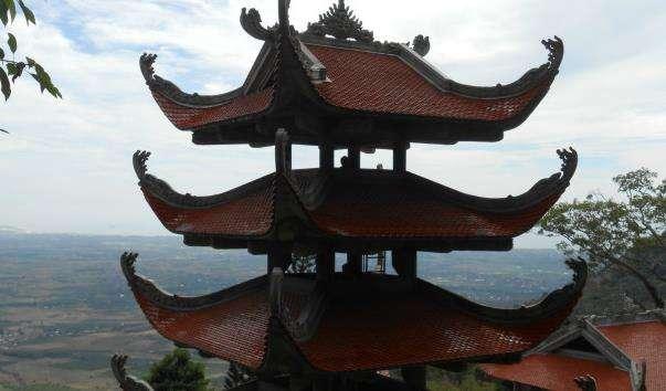 Лежачий Будда на горі Та Ку