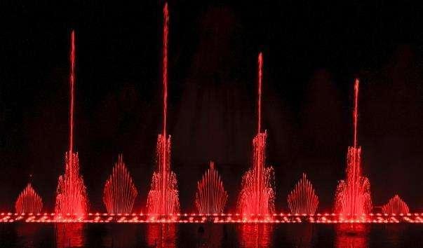 Шоу Танцюючих фонтанів в Протарасе