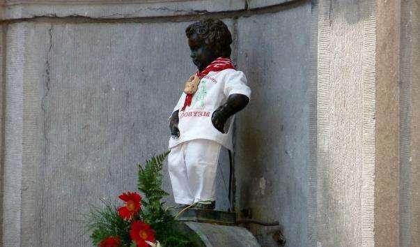 Скульптура хлопчик, який пісяє в Брюсселі
