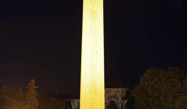 Єгипетський обеліск