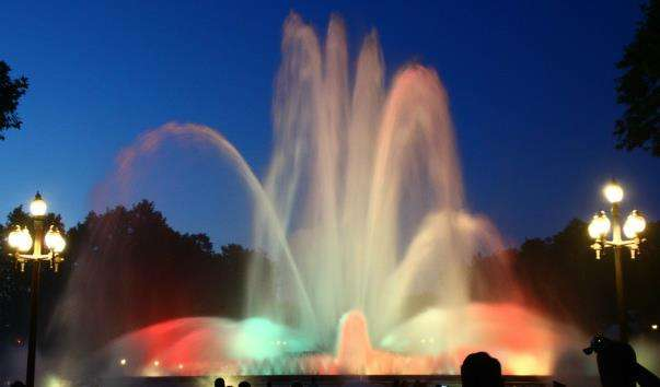 Магічний фонтан Монжуїк