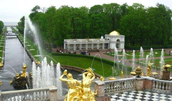 Петергофський архітектурно-парковий комплекс