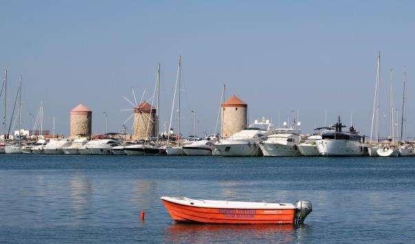 Античний порт Мандраки