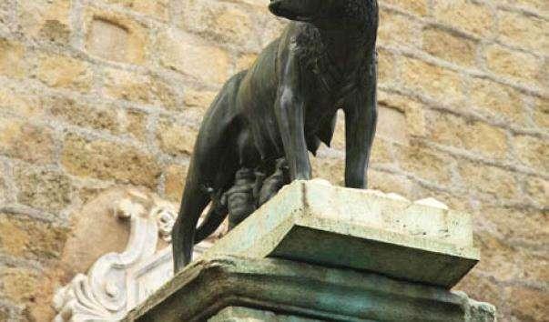Статуя вовчиці, яка вигодувала Ромула і Рема