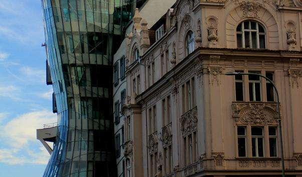 Танцююче будівля
