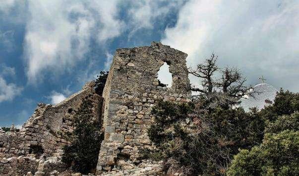 Замок Монолітос