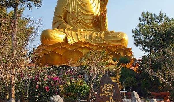 Бронзова статуя Будди Шакямуні